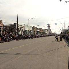 Cerca de 6 mil personas acompañaron el desfile cívico-institucional