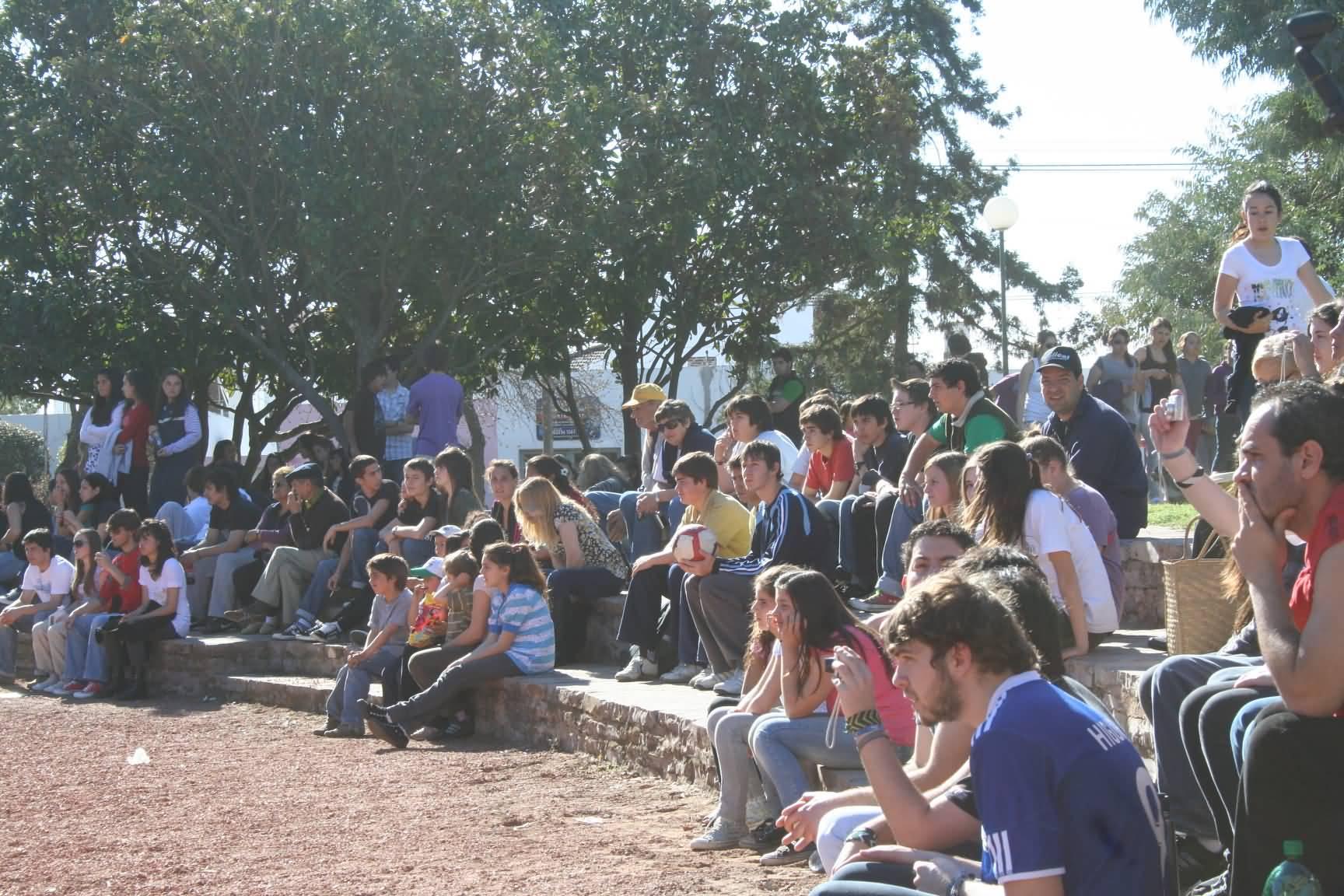 Cientos de jovenes en el parque