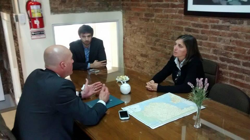 Imagen de la reunión del Intendente Hernando en La Plata, donde gestionó para contar con una Casa de la Justicia en Daireaux