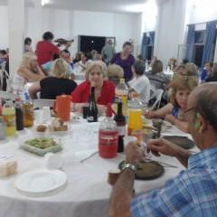 Se realizó la cena show para adultos mayores